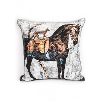 Декоративна възглавничка с принт кон