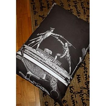 Декоративна възглавничка с колаж принт